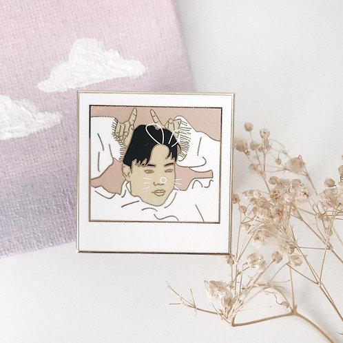 Cute bunny // enamel pin