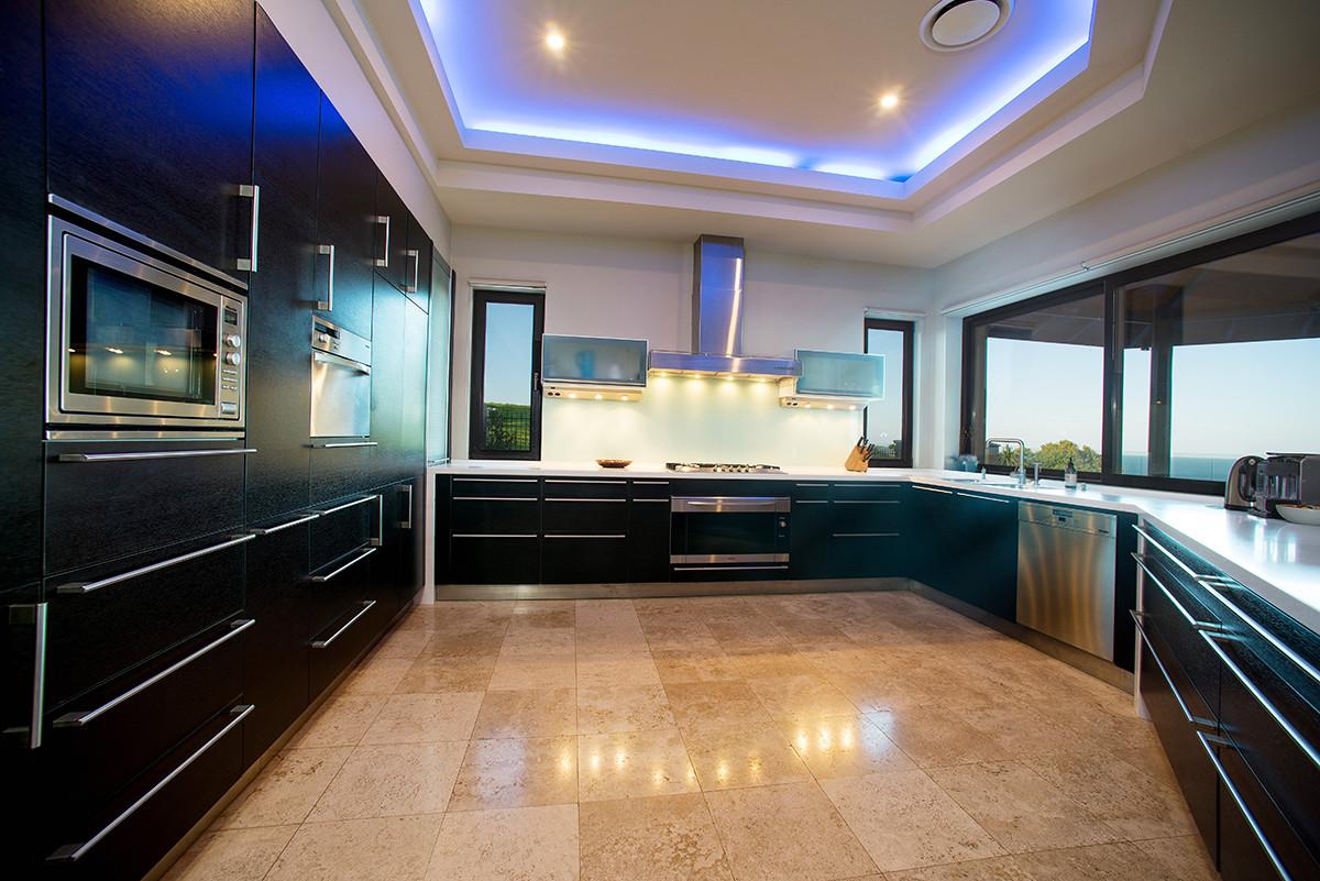 X kitchen.jpg