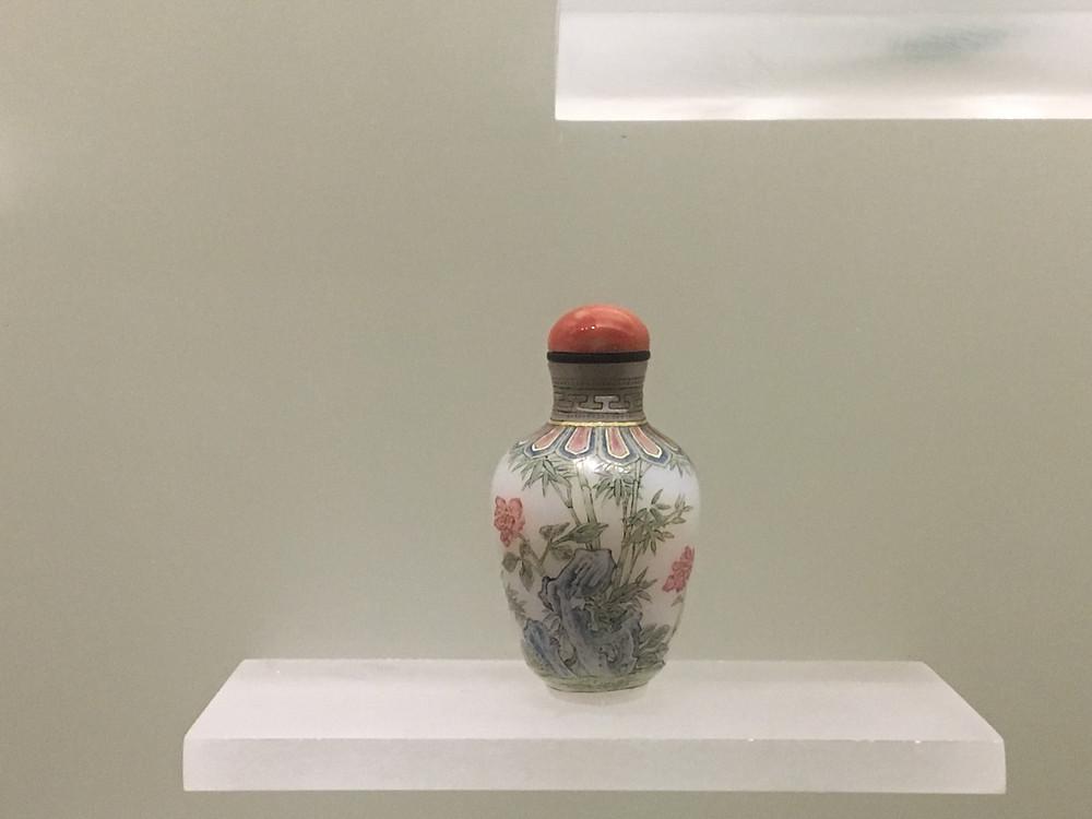 imperial Beijing workshop 'guyue xian' enamelled glass snuff bottle, 18th Century