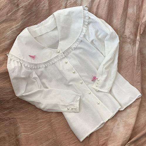 White vintage collar