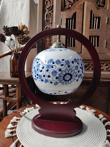 Overhanging Round Frame Floral Lamp