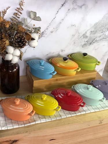 Oval casserole with lid (X small x 8 colours)