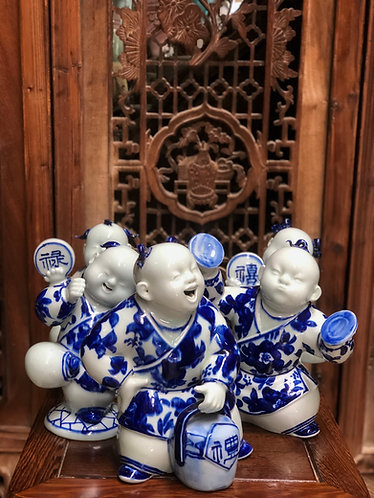 Blue & White playful figurines