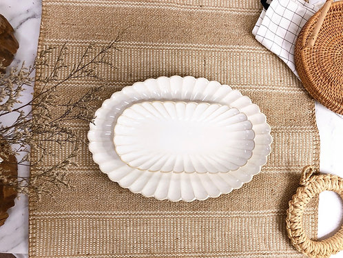 Scallop x white | Oval Plate (2 sizes)