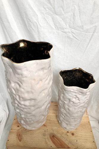 White & gold cylinder