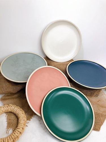 Matt coloured dining plates (4 colours x 2 sizes)