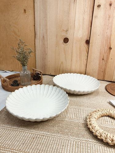 Scallop x white | Shallow round bowl (2 sizes)