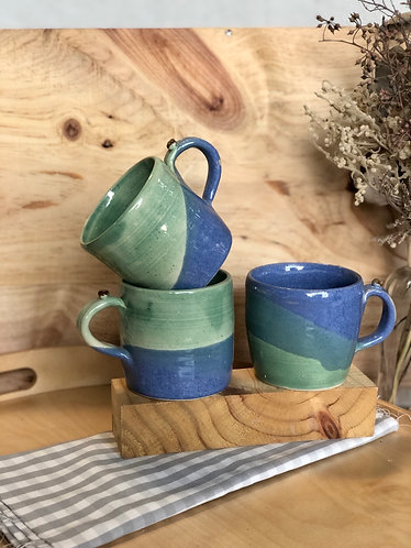 Blue x green cup with bean handle