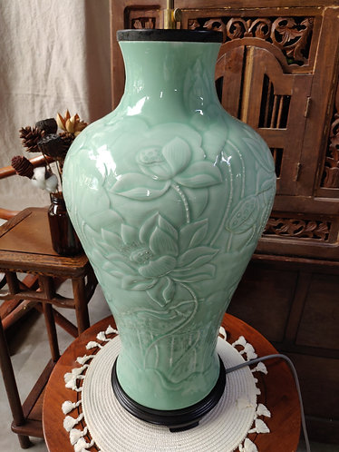 Jade Green Floral Shoulder Vase Lamp