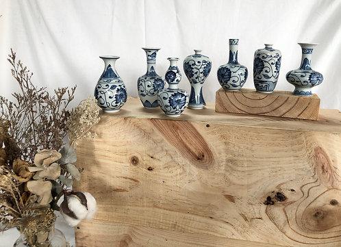 Blue & white mini vase (7 designs )