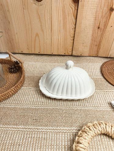 Scallop x white |  Butter holder