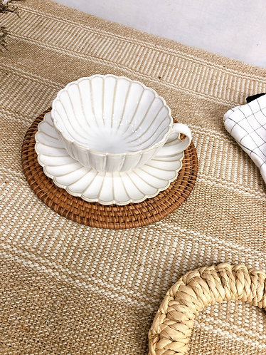 Scallop x white |  Cup with saucer