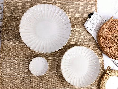 Scallop x white | Shallow round Plate (3 sizes)