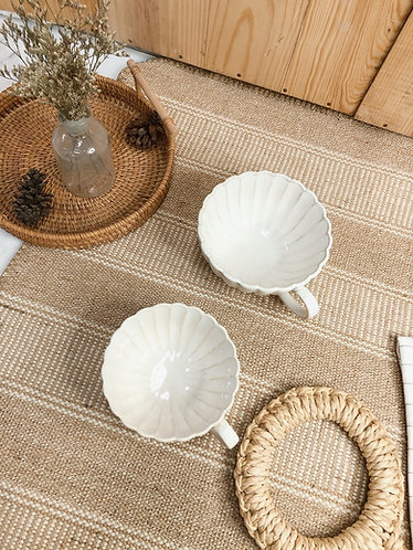 Scallop x white | round Cup with handle (2 sizes)