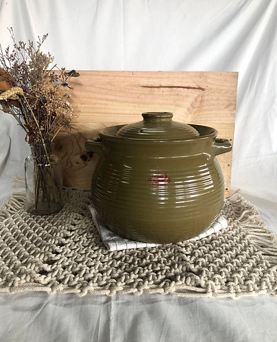 Clay pot with lid (3 sizes)