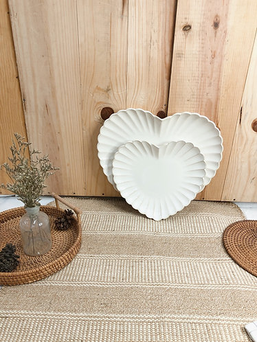 Scallop x white | Heart Plate  (2 sizes)