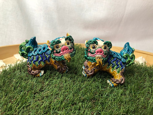 Coloured lion dog statue (2 colours)