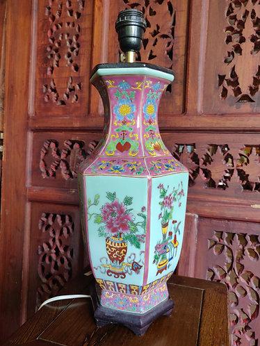 Vibrant Oriental lamp