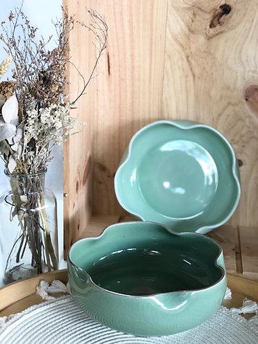 Shallow glazed floral shape bowl (2 colours)