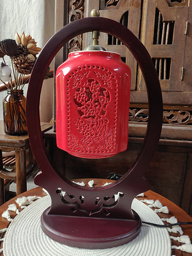 Overhanging Oval Frame Red Lamp