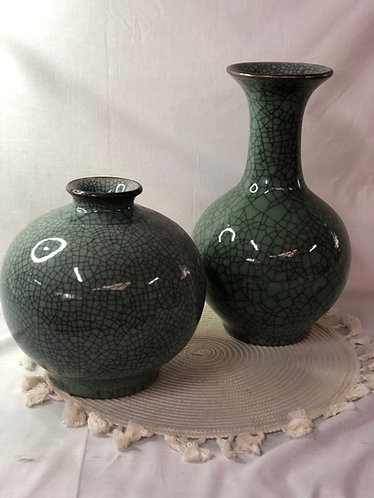 Celadon Crackle vase (2 shape)