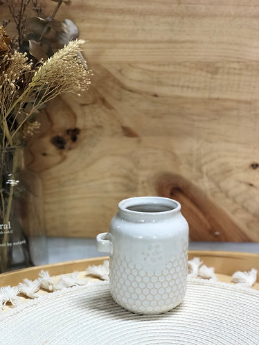Cup with honeycomb print