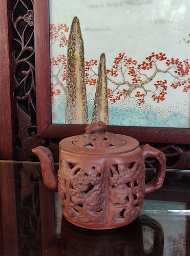 Carved Details Teapot