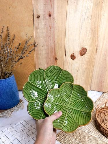 Leaf x round plates (2 sizes)