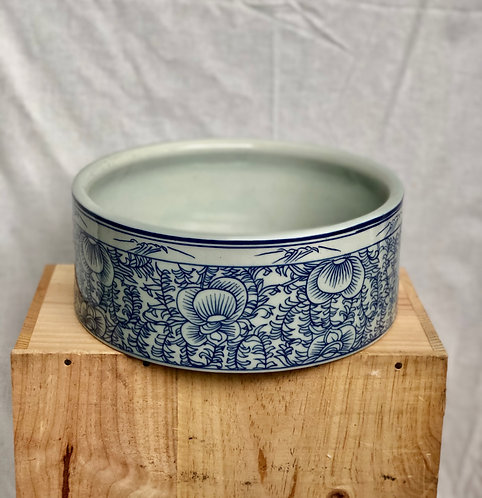Blue and white shallow bowl/pot