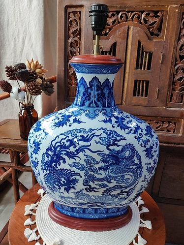 Blue White Shoulder Vase Lamp