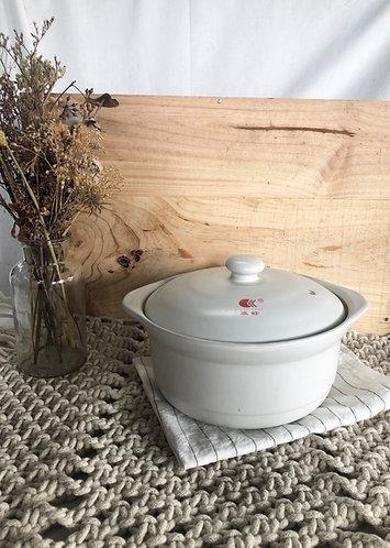 White Clay pot with lid (3 sizes)