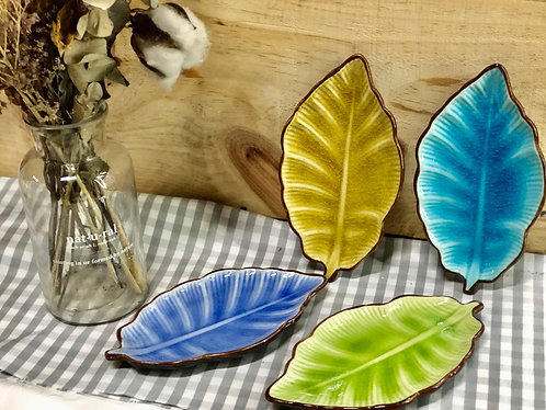 Coloured leaf plate (4 colours)