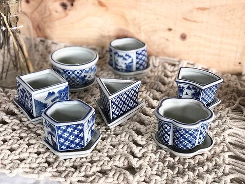Mini blue and white pot (7 designs)