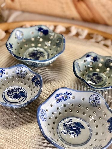Blue & white dish (2 sizes x 2 colours)