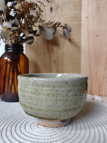 Speckled bowl w/ Olive drip