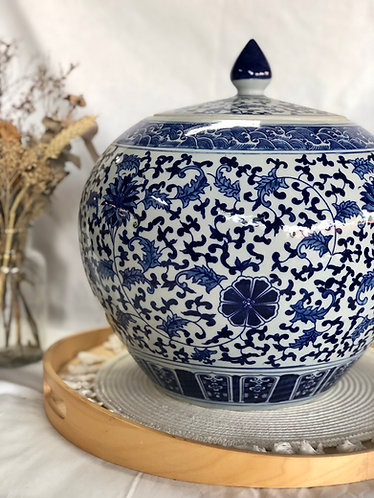 Blue & white round jar (2 designs)