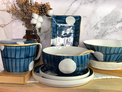 Blue and white dots table ware