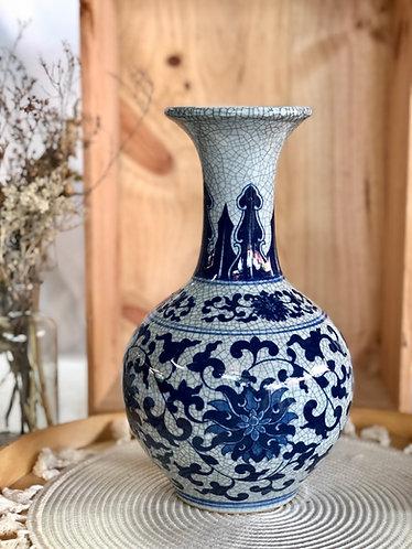 Blue and white crackled vase (2 designs)