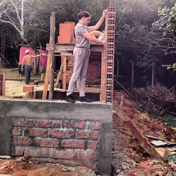 Vila Luchesi #grazialessio #mulhernaobra #naobra #noprumo #construtoravidanova #arquitetura #constru