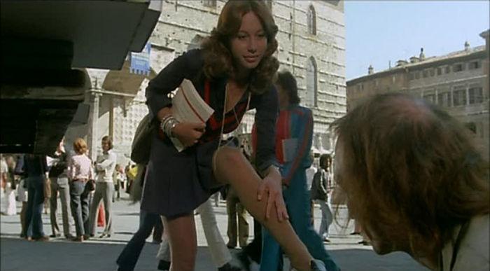 Torso scene in Piazza IV Novembre