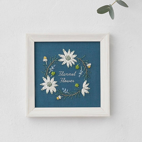 青木和子12ヶ月植物 Flannel Flower Embroidery Kit