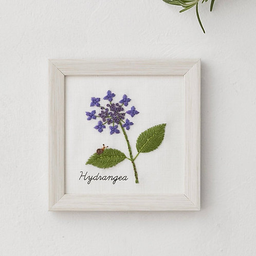 青木和子12ヶ月植物 Hydrangea Embroidery Kit