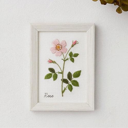 青木和子12ヶ月植物 Rose Embroidery Kit