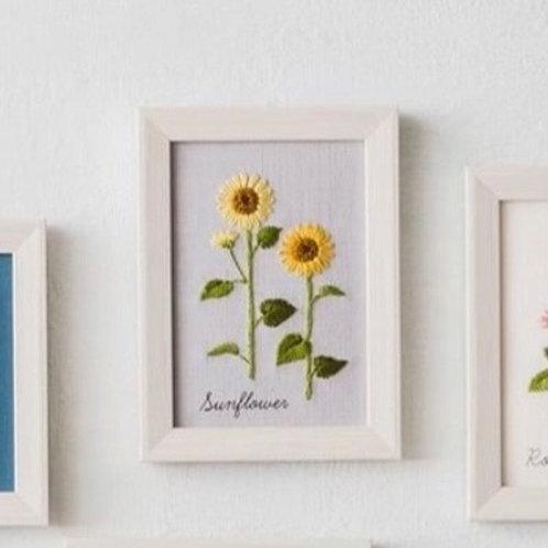 青木和子12ヶ月植物 Sunflower Embroidery Kit