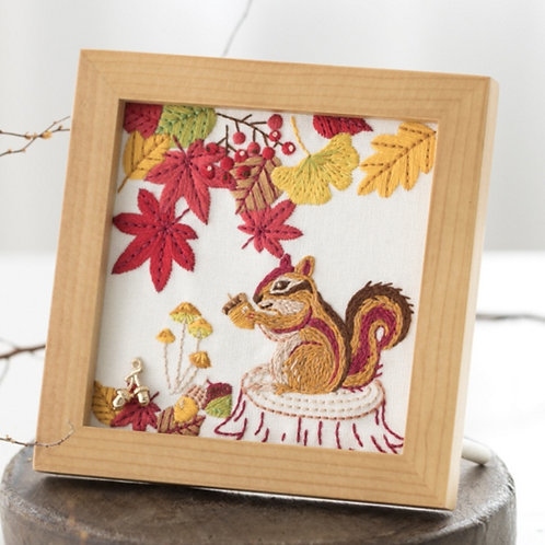 Cross Stitch Frame <Red Leaves & Squirrel>