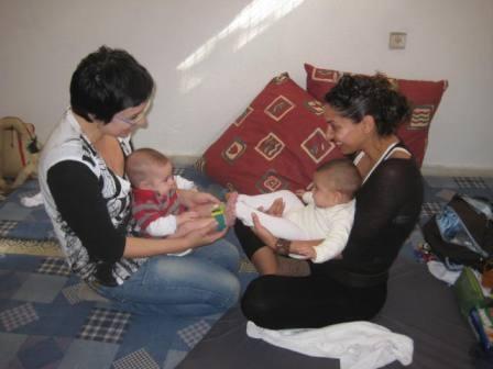 אימהות ותינוקות 18