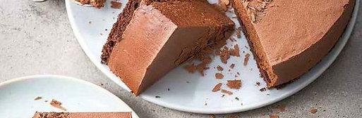 Entremet au chocolat et son coulis caramel au beurre salé