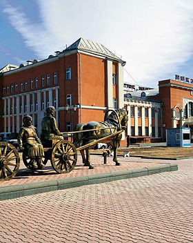 Monument-settlers-railroad-station-Russi