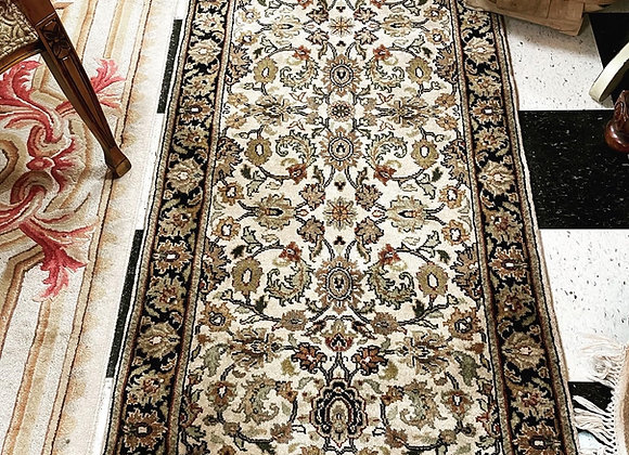 Rug. All wool, hand knotted oriental