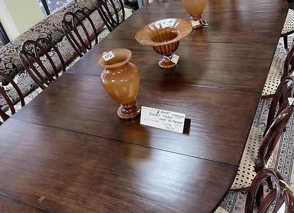Dessin Fournir dining table.